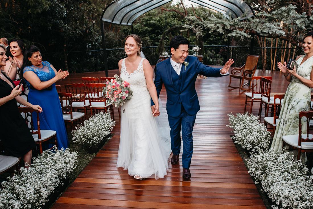 saida dos noivos casamento alto das palmeiras